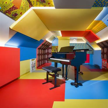 Cette transformation de caves en studios de répétition de musique fut une expérience architecturale particulière, entre haute technicité et recherche ... Domozoom