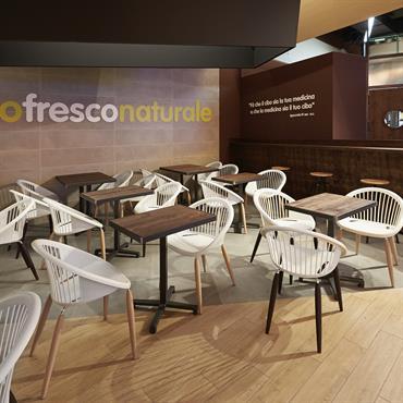 Aménagement d'un restaurant avec les fauteuils Julia
