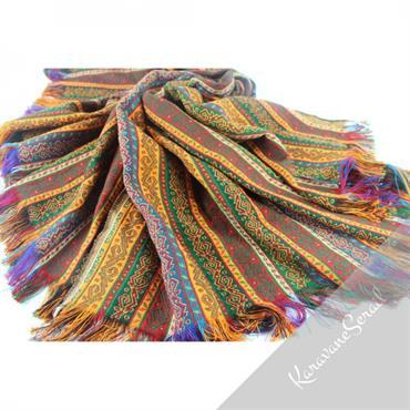 Tissus orientaux décorés de motifs orientaux inspirés des kilims. Utilisables comme couverture de lit, nappe, tenture...  Domozoom
