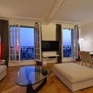 D'un appartement classique et sans saveur particulière, notre client désirait faire un lieu plus prestigieux, à la hauteur de la ... Domozoom