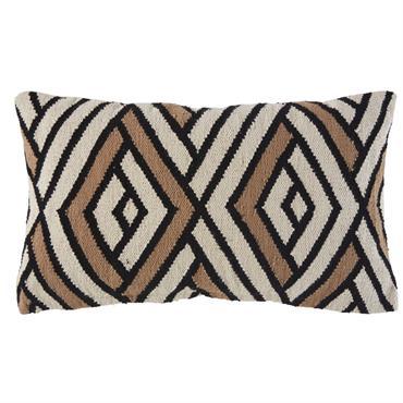 Ne manquez pas l'occasion de donner à votre salon une note tendance. Dénichez le coussin en coton écru motifs graphiques OKO , qui enchantera tant par son look ethnique que ...
