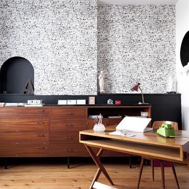 La tendance se confirme à travers les nouvelles collections, le bureau en bois fait son grand retour. Après la transparence ... Domozoom