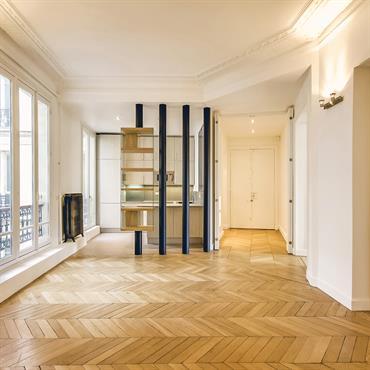 La cuisine a été déplacée et deux zones distinctes ont été créées : les pièces à vivre d'une part et ... Domozoom
