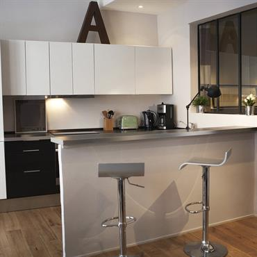 Petite cuisine 15 cuisines de petite surface pour faire le plein d id es d - Table de cuisine etroite ...
