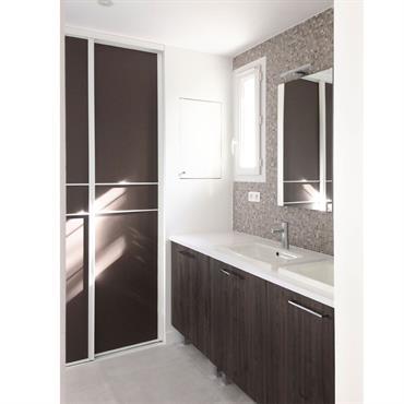 Les propriétaires souhaitaient revoir entièrement la suite parentale et, en particulier, la salle de bains. Nous avons cassé un mur séparant ... Domozoom