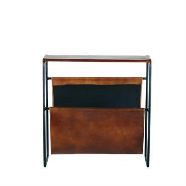 Avec son style très masculin, le porte-revues en cuir et métal noir SAÏD deviendra la pièce maîtresse de votre intérieur. Idéal dans une pièce à l'esprit industriel, il vous garantira ...