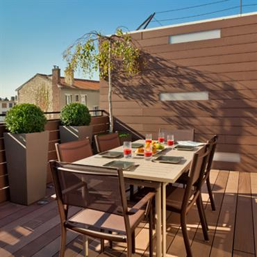 Une belle association de formes et de couleurs, pour un accord parfait avec l'atmosphère de cette terrasse. En harmonie avec ... Domozoom