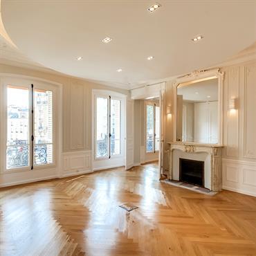 Bureau avec faux plafond et style ancien