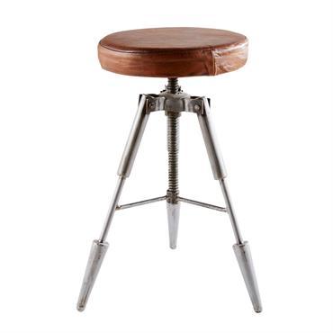 On ne peut pas le nier, le tabouret en cuir et métal BRADLEY deviendra un élément essentiel dans votre intérieur. Ses pieds en métal brut gris façon compas s'accorderont parfaitement ...