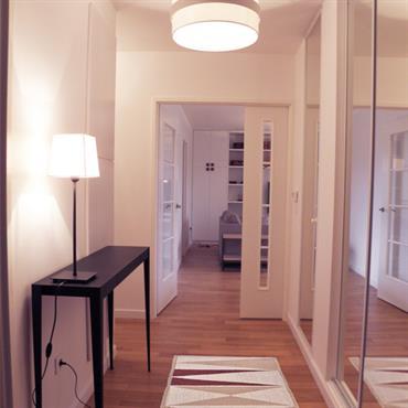 Les propriétaires ont acheté cet appartement sur plan et souhaitaient le décorer entièrement en créant des rangements qui n'existaient pas ... Domozoom