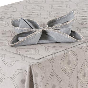 La serviette de table Galice est 100% Coton avec broderie fantaisie métallisée.