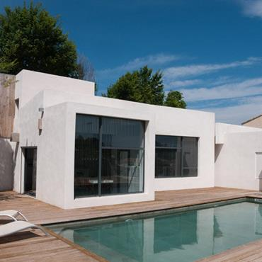 En résonnance avec le terrain et le principe constructif, la volumétrie de l'habitation est hétérogène, définissant deux corps de bâtiments ... Domozoom