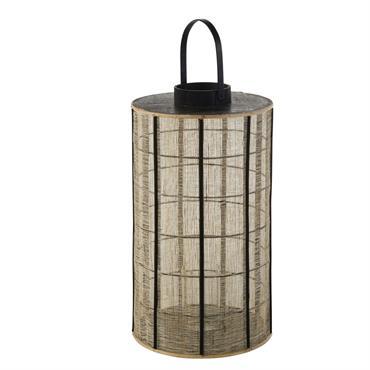 Ressemblant presque à un abat-jour tant son look raffiné pousse à l'étonnement, la lanterne en bambou coloris naturel noir et verre NAGANO donnera le ton d'une pièce signature. Sa structure ...