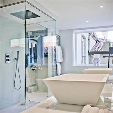 Les baignoires îlots célèbrent le luxe et la sensualité. Hier associées aux baignoires à l'ancienne, elles se déclinent aujourd'hui dans ... Domozoom