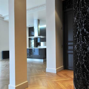 Cet appartement de 150m2, aux pieds de Notre-Dame, à été repensé pour concilier nos rythmes de vies actuels tout en ... Domozoom