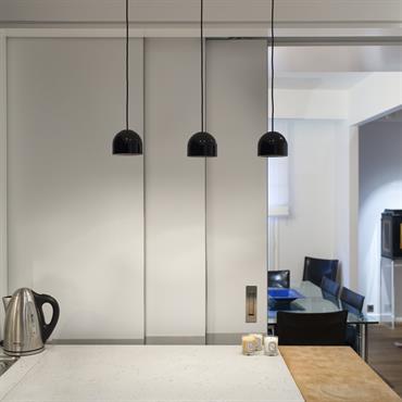 Les architectes Marc Jacquard et Hélène Lesage (www.jacquardlesage.com) ont parfaitement intégré dans ce projet résidentiel la richesse du béton. Habillage de ... Domozoom