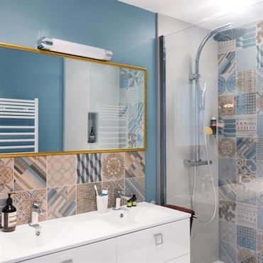 12 salles de bains pour choisir son carrelage et sa fa ence for Faience pas cher salle de bain