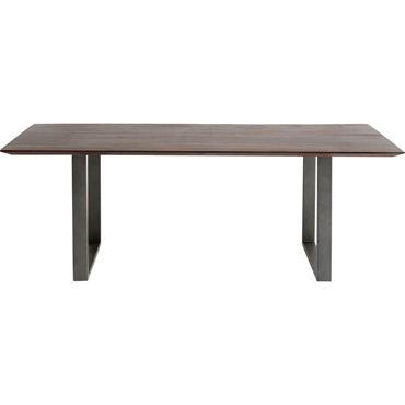 Cette table en bois s'inscrit dans une esthétique moderne avec son piètement en acier et son plateau en acacia massif laqué. Son esthétique s'accorde à la perfection avec des chaises ...