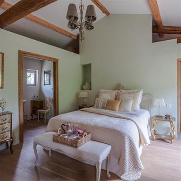 Rénovation complète d'une ancienne bergerie du 18ème siècle en une élégante maison de famille chaleureuse et confortable.     Domozoom