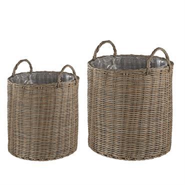 Qu'ils soient placés l'un à côté de l'autre ou séparément, ces 2 jolis paniers à plantes deviendront un véritable trésor déco de votre jardin, balcon ou terrasse. Dotés de poignées ...