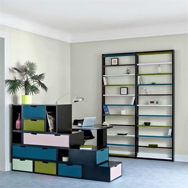 Un appartement au carré !  Le savoir-faire d'espace loggia s'exprime aussi dans la production d'armoires, d'étagères et de bibliothèques modulables, mais ... Domozoom