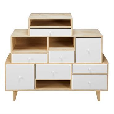 Avec son style subtilement vintage, le cabinet de rangement déstructuré SPRING offre un espace de rangement astucieux grâce à ses nombreux tiroirs aux formats différents. Pour mettre en avant vos ...