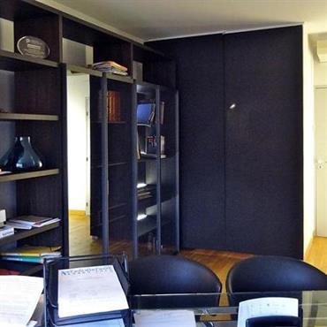 Meubler un bureau de 25 m2 . Clioisonner le coin Lavabo  Domozoom