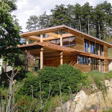 Peut-on être une maison tout à la fois écologique, passive … et offrir une véritable esthétique contemporaine telle qu'on l'attend ... Domozoom