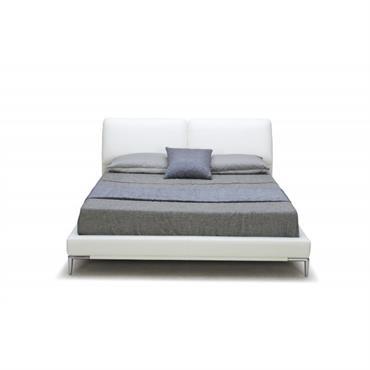 Monté sur des pieds en métal chromé, le lit 160x200 2 appuis-tête LETTO se démarque par ses fonctionnalités, son style contemporain et son design épuré. Le revêtement en polyuréthane blanc ...