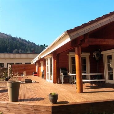 A réception de cette structure bois GreenLife en double madriers, cette maison bois plein pied de 4 chambres a été ... Domozoom