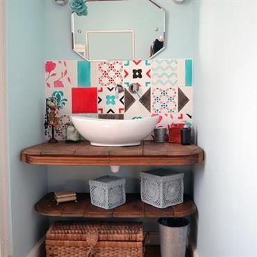 Salle de bain colorée