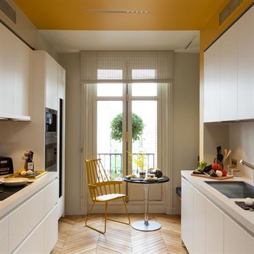 L'appartement haussmannien évoque les hauteurs de plafond, les pièces en enfilade, les cheminées en marbre, les parquets à chevron, les ... Domozoom