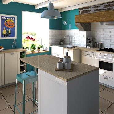Une cuisine blanche et bleue dans un penty