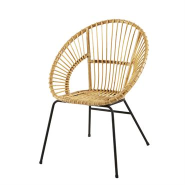 Incontournable du style rétro, le fauteuil en rotin et métal noir ZEN MARKET vous accueillera lors de vos moments lecture ! Montée sur des pieds en métal noir, cette assise ...