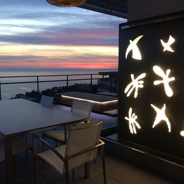 Création et aménagement de la terrasse d'un appartement de prestige sur la Corniche, près des plages du Prado, dans un ... Domozoom