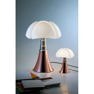 Une lampe à poser culte, objet d'art et lampe d'exception qui a fait le tour des plus grands musées d'art ... Domozoom