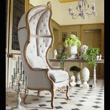 Sobre et de style classique, la console en bois Cheverny vous procurera entière satisfaction.