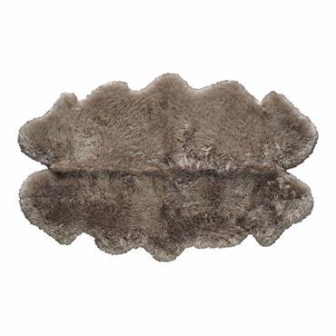 Tout doux au toucher, ce tapis en peau de mouton beige finalisera votre ambiance cocooning. Facile à associer avec sa teinte naturelle, ce tapis beige trouvera sa place dans une ...