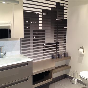 Salle de bain style urbain masculin - palette de couleurs masculines - gris taupe - chocolat  - matériau verre et bois