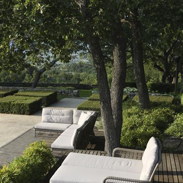 Salon d'extérieur classique en fibre ronde couleur pierre