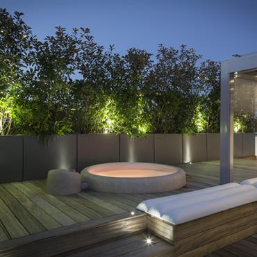 Terrasse de luxe avec jacuzzi