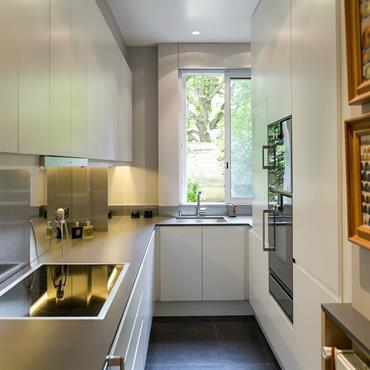 Cuisine contemporaine avec électroménager de luxe Gaggenau, création les Etb. Maleville cuisine sur mesure