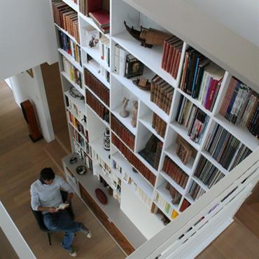 Grande bibliothèque encastrée - Vue depuis la mezzanine