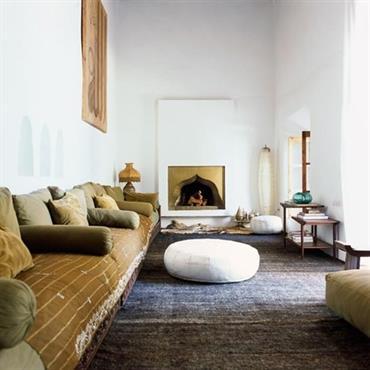 Grand salon esprit marocain couleur blanc et doré