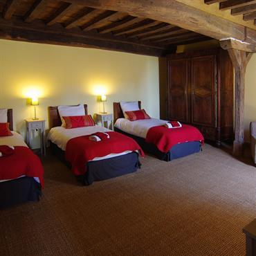 Chambre trois lits avec plafond à la française