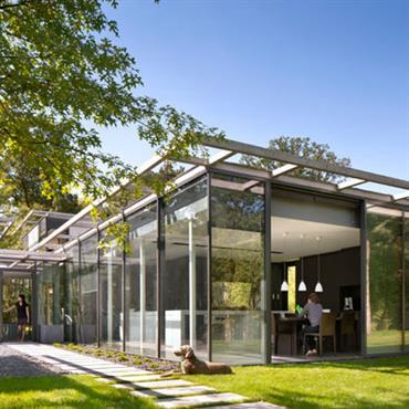 Villa en verre et structure acier