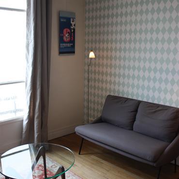 Salon d'inspiration scandinave avec ce papier peint