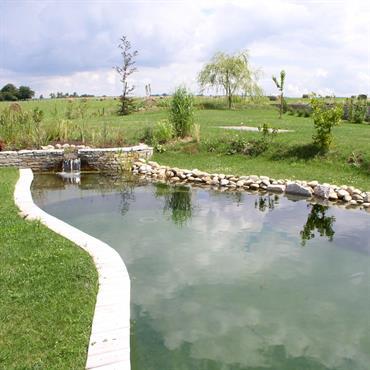 Lagune, chute d'eau et baignade naturelle