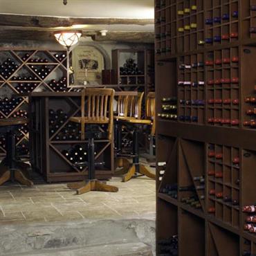 Cave à vin avec casiers à bouteilles