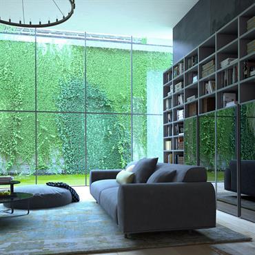 Salon dans les tons gris avec grande baie vitrée donnant sur un mur de verdure
